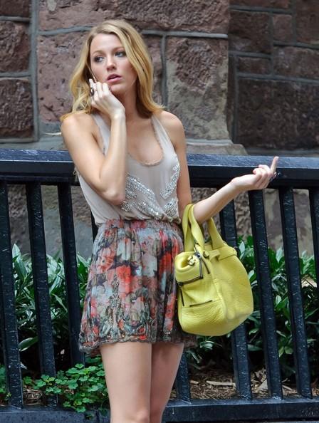 Blake-Lively-on-set-of-Gossip-Girl-season-6-in-NYC-August-2-serena-van-der-woodsen-31857547-448-594